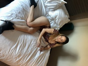 Romaine escort in North Amityville New York
