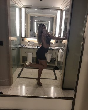Naëllya call girls in Logansport Indiana