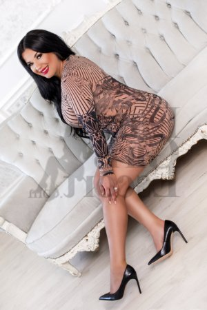 Annie-christine escort girls