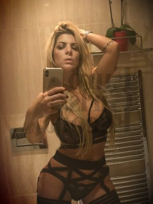 Desilia live escorts in Lansing Kansas