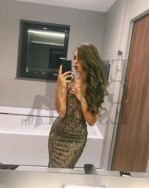 Alishba escort girls in Mountain Brook