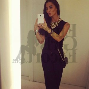 Bahria escort girl