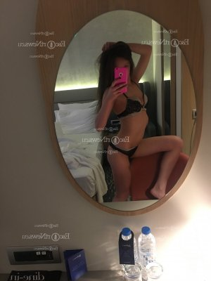 Anne-maelle escort girl in Warwick New York